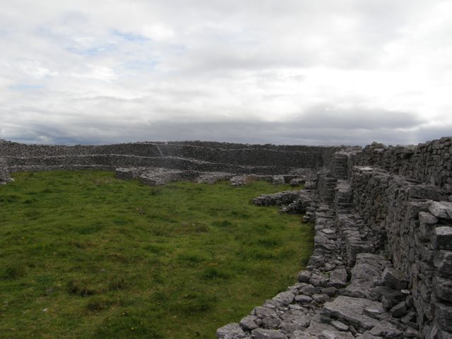 Dún Chonchúir, Inis Meáin, Interior