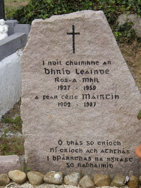 Gravestone at Teampall Mhac Ádhaimh, Barr an Doire, An Cheathrú Rua