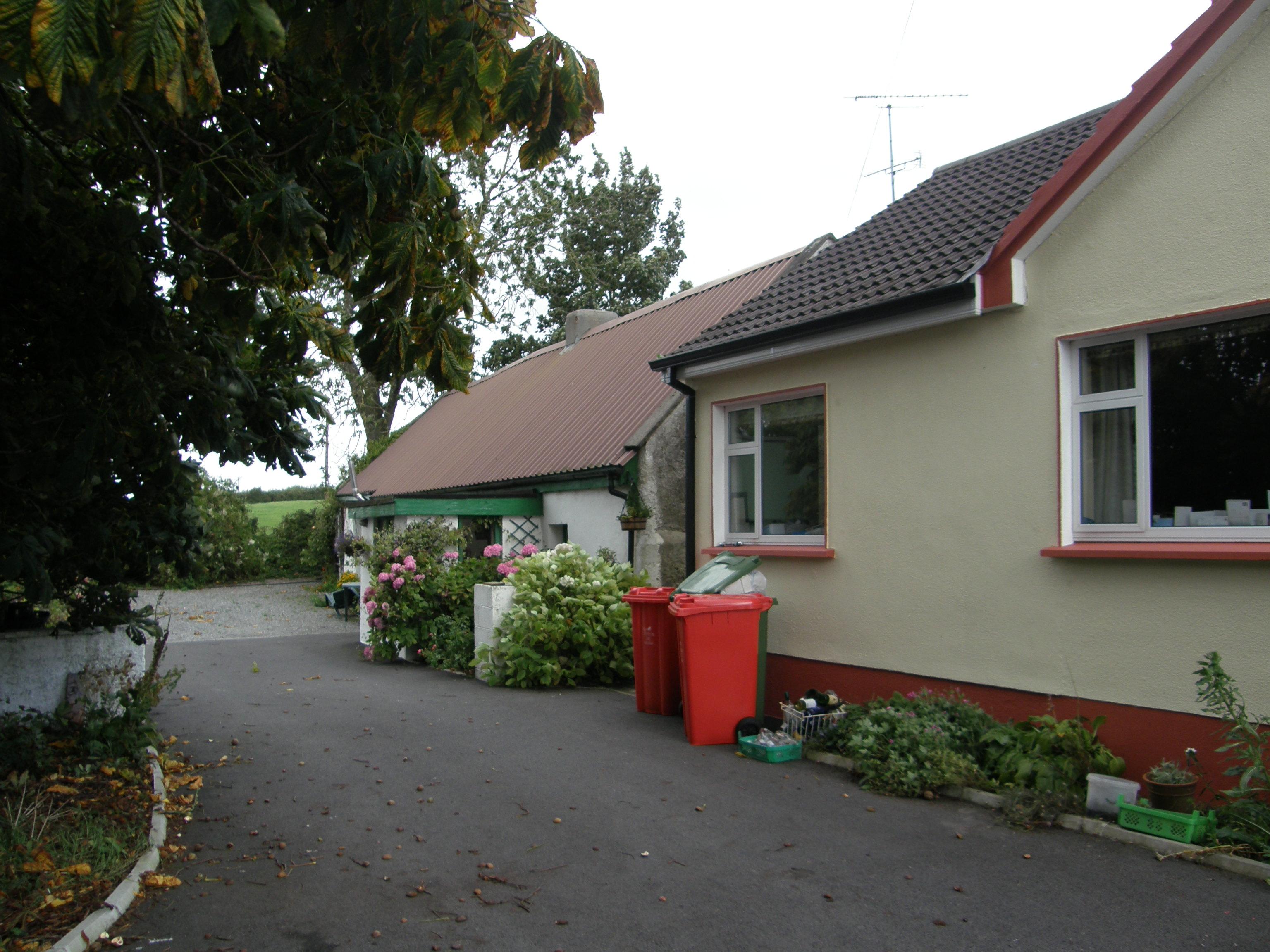 Chestnut Cottage (behind modern farmhouse)
